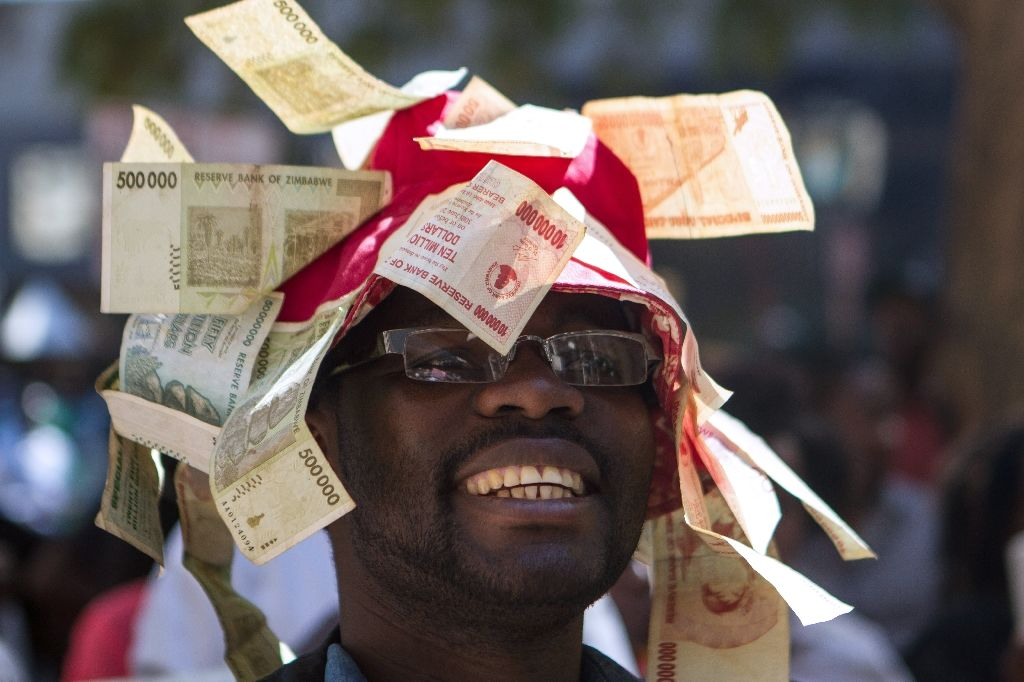 A man protests against government plans to introduce bond notes in Harare on August 3, 2016 (AFP Photo/Zinyange Auntony)