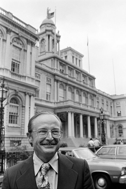 Kenneth Axelson outside New York City Hall in 1975, the year he became a deputy mayor to address the city's financial problems. Credit Eddie Hausner/The New York Times