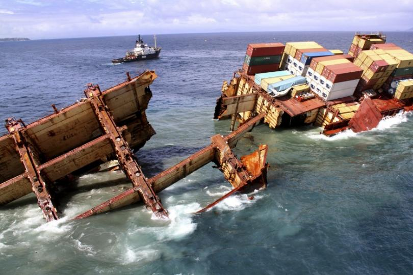 258261-container-ship-rena-sinking-off-new-zealand-coast-photos