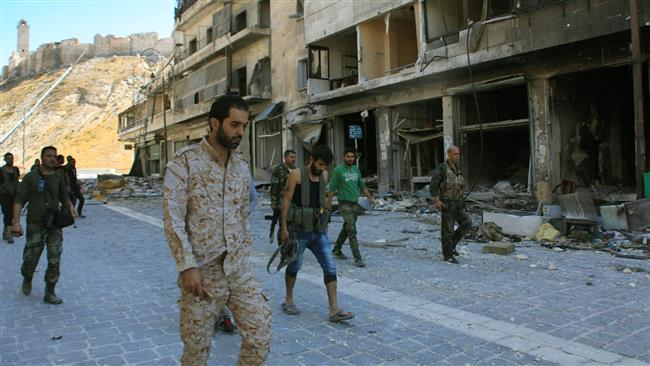 Syrian pro-government forces are seen on September 28, 2016 in Aleppo's Farafra district, after taking control of the district the previous day. (Photo by AFP)