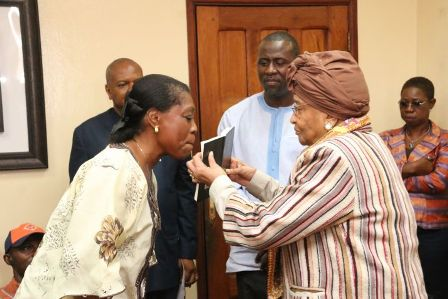 president-sirleaf-administers-oath-to-ambassador-kennedy