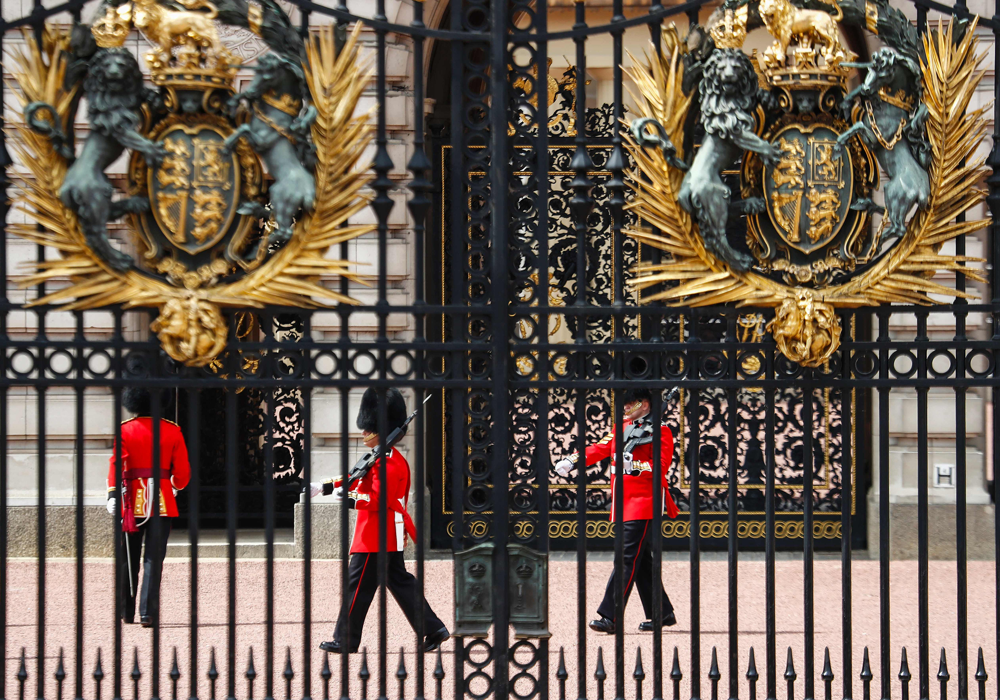 Changing of the Guard ceremony take place outside Buckingham Palace in central London on June 26, 2016. / AFP PHOTO / Odd ANDERSENODD ANDERSEN/AFP/Getty Images