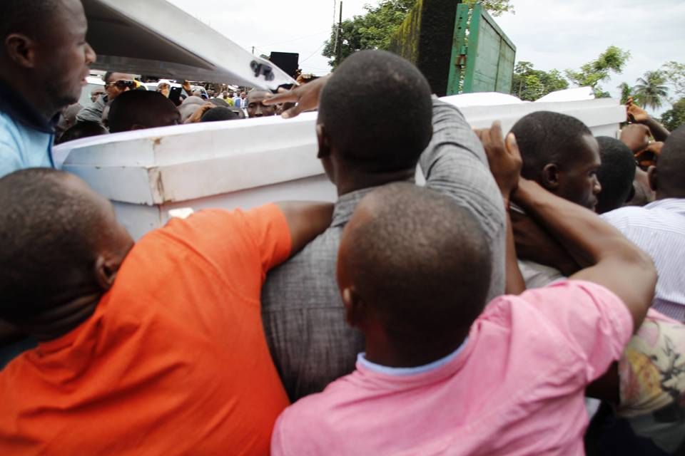 Casket bearing the remains of Mamadee Diakite being held up my mourners