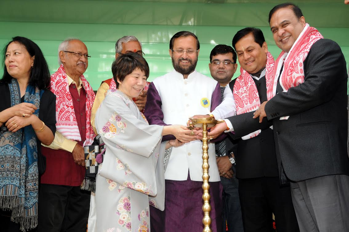 UNION MINISTER OF HUMAN RESOURCE DEVELOPMENT SHRI PRAKASH JAVADEKAR LIGHTING THE LAMP TO  INAUGURATE  THE BRAHMAPUTRA LITERARY FESTIVAL AT  GUWAHATI ON 28TH JANUARY 2017 ( PIB PHOTO BY S K DARJEE )
