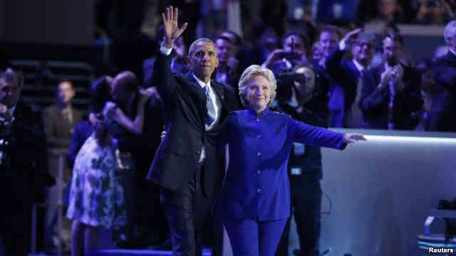 Democratic presidential nominee Hillary Clinton joins President Barack Obama after his speech at the Democratic National Convention, July 27, 2016 (VOA).