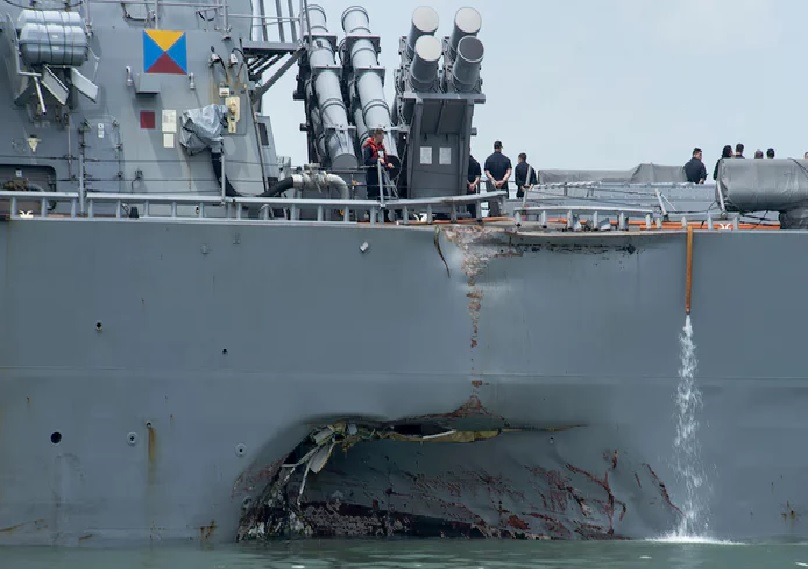 10 missing, 5 injured after USA  destroyer collides with oil tanker