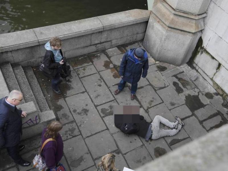 London terror attack: Two people 'arrested on Westminster Bridge' -