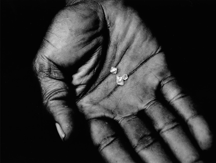 Few pieces of diamond in the hands of a reported seller