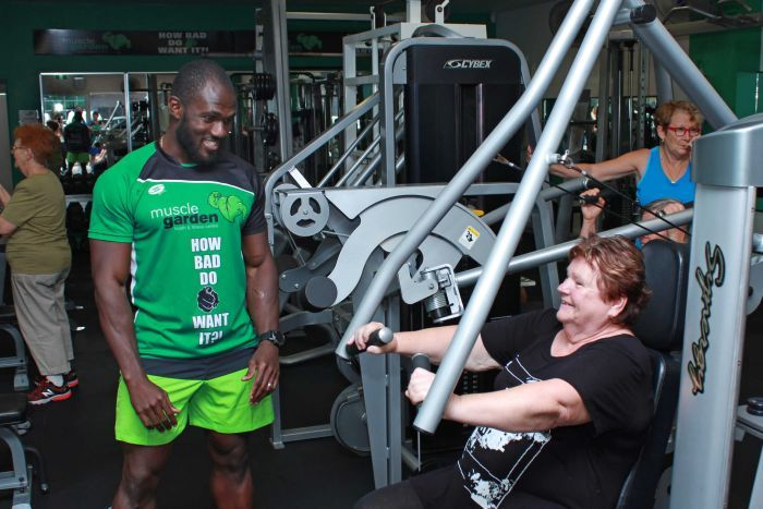 Photo: Mr Nyenuh is helping seniors build muscle and improve their health for free at his gym in Mackay. (ABC Tropical North: Sophie Kesteven )