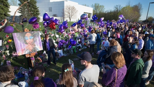 Prince-fans-gather-at-Paisley-Park-jpg