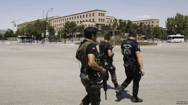 Security forces loyal to Turkish President Recep Tayyip Erdogan guard the General Staff headquarters in Ankara, July 17, 2016.